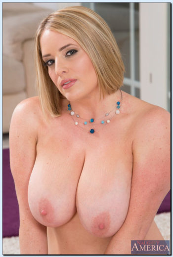 busty-blonde-curvy-maggiegreen-061713-05