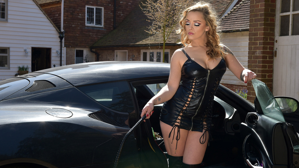Liza Del Sierra in Mail Order Dominatrix